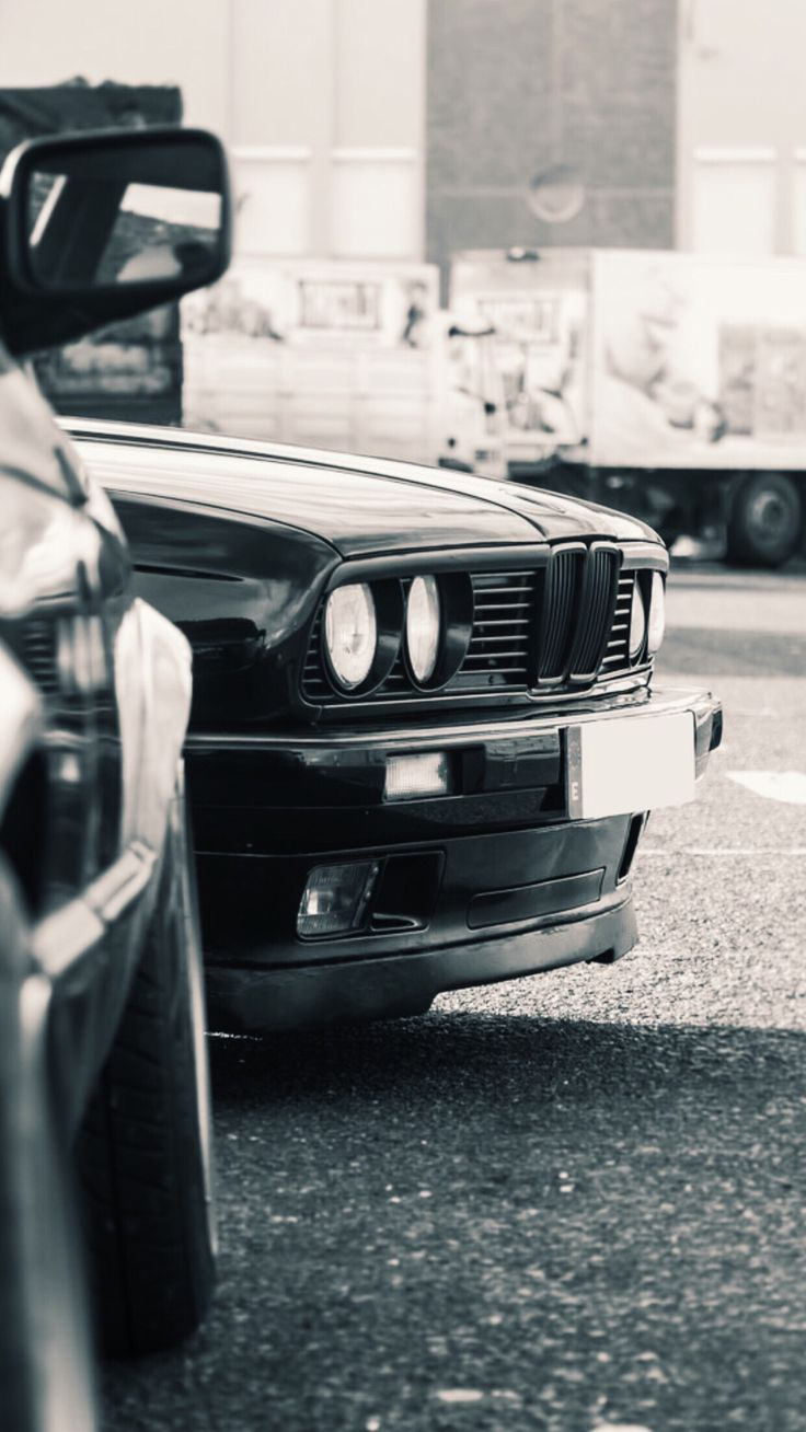 The 325i is a rear wheel drive sedan road car with a front located engine, part of BMW's E30 range of cars. For many years the E30 has been the classic of choice for those with a more enthusiastic driving style, especially the 325i Sport models.