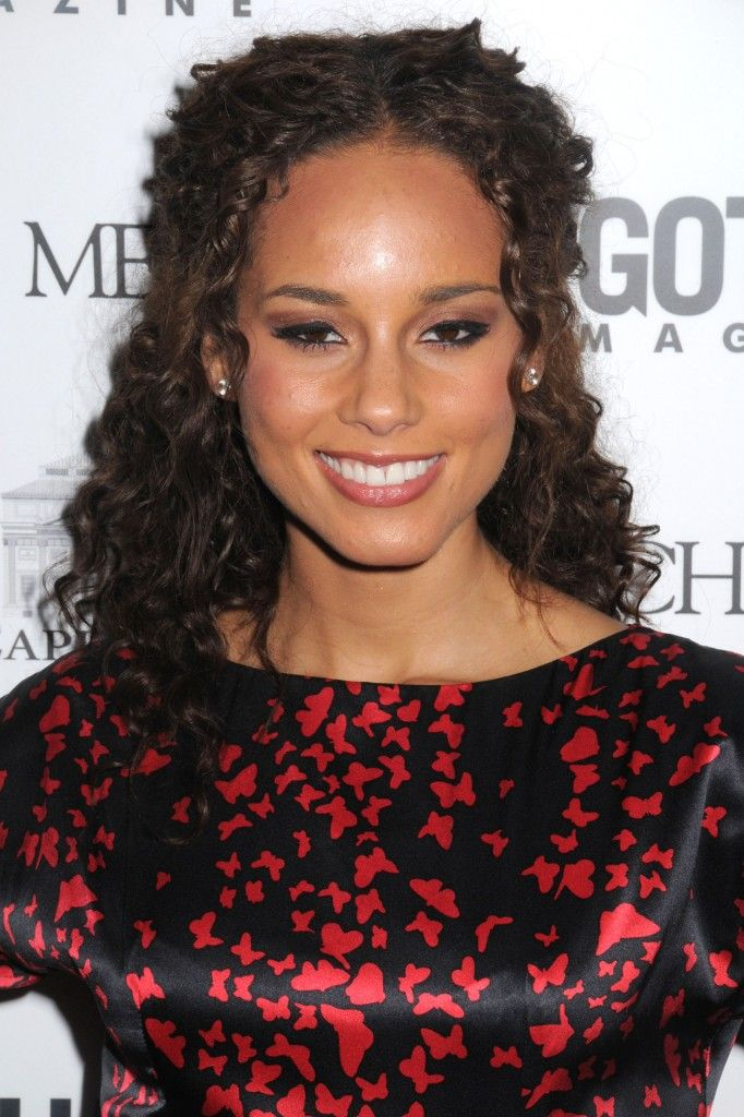 4cbb1_alicia_keys_hairstyles_alicia-keys-long-half-up-half-down-hairstyle-682x1024.jpg (682×1024)