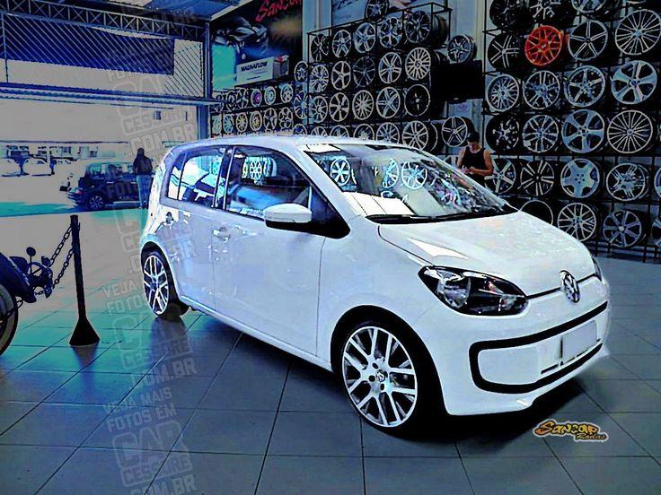 Volkswagen up! branco com rodas esportivas aro 17