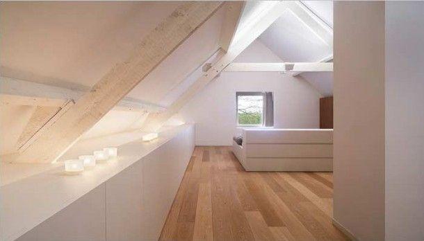 Indeling bovenverdieping met schuin dak | Mooie, simpele zolder, lekker wit. Door icveldman