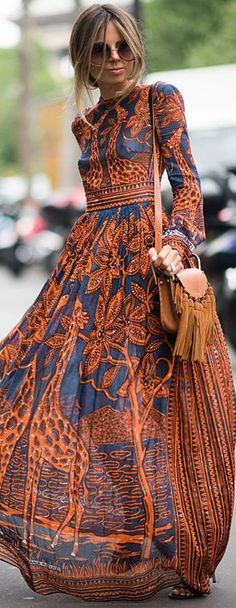 Street style | Long sleeves patterned maxi dress