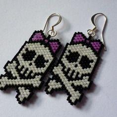Boucles d'oreille, en tissage peyote, motif tete de mort girly (bo 24)
