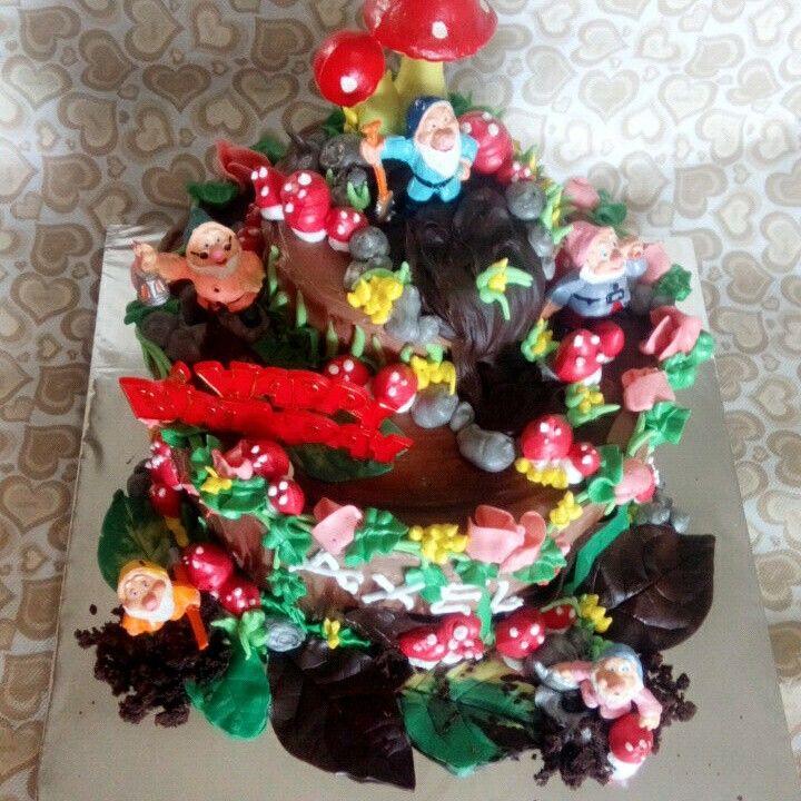 Birthday cake, wood land