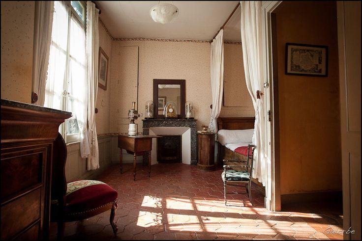 """""""Longtemps je me suis couché de bonne heure."""" Un mythe originel que cette pièce, et son lit dans l'alcôve. Le Combray de Marcel Proust"""