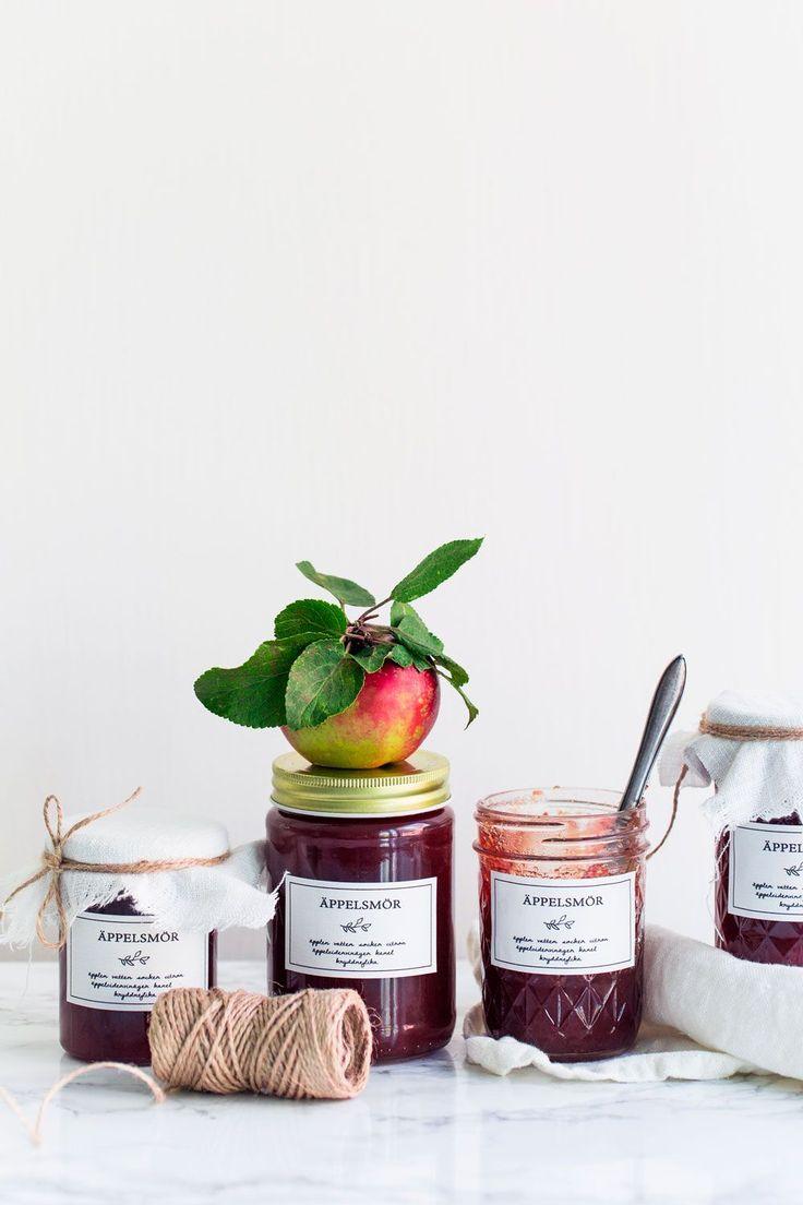 Äppelsäsongen är här och då vankas det äppelsmör här hemma i Lilla Sundby. Äppelsmör är enkelt att göra och riktigt slow food, perfekt kyliga höstdagar!
