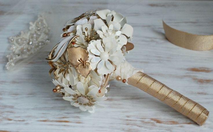 Bouquet da sposa  con fiori smaltati-Amanda http://bouquetsposaoriginali.it/portfolio-view/bouquet-da-sposa-smaltato-amanda/