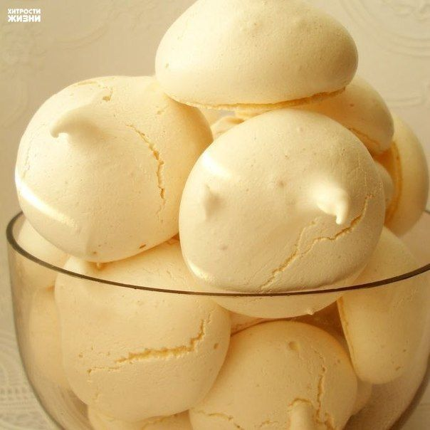 """Как сделать""""Домашнее безе""""Ингредиенты:- 2 охлажденных яичных белка- 100 г сахарной пудры- лимонный сокПриготовление:1. Белки взбить с сахарной пудрой в густую массу, с добавлением нескольких капель л…"""