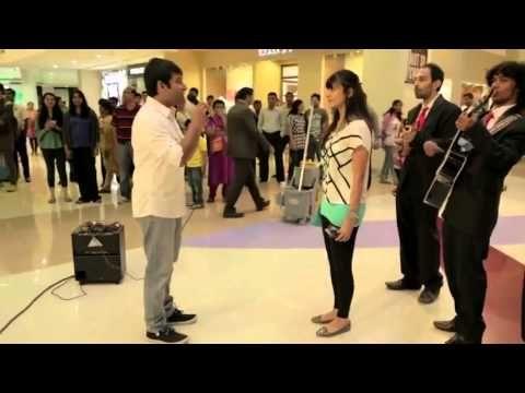 Proposta di matrimonio rifiutata in un centro commerciale