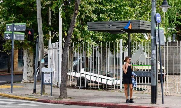 San Fernando renueva refugios y paradas de colectivo