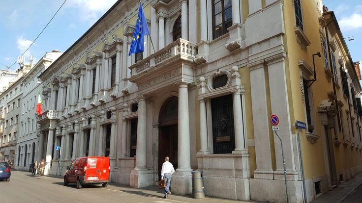 Palazzo Martinengo Villagana Eretto nel 1600 ( sede Banca San Paolo)