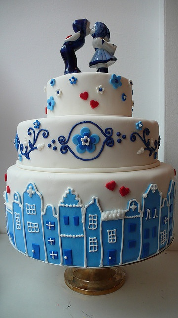 "Delft Blue or ""Delfts Blauw"" wedding cake"