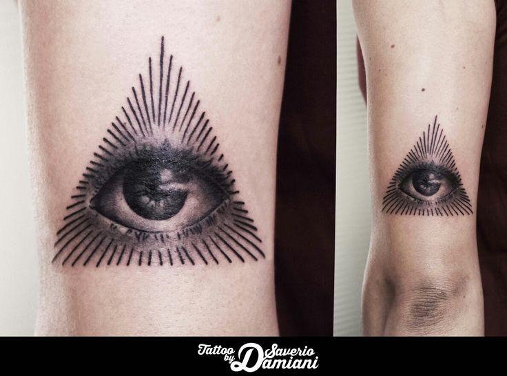 Eye Tattoo Piramide