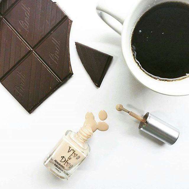 Monday means treat yourself! Nailpolish: Matte Beauty 177 by Viva la Diva