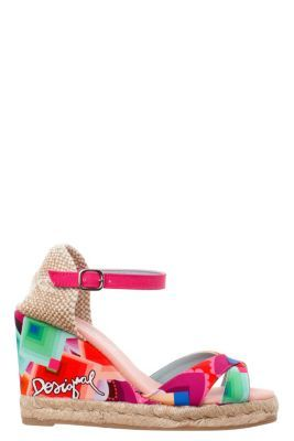 Desigual women's Cuna Alta sandals with a jute sole and a print inspired by the Margaret dress, worn by Adriana Lima on the catwalk at the 080 fashion show. Wedge height: 10 cm / 3.9