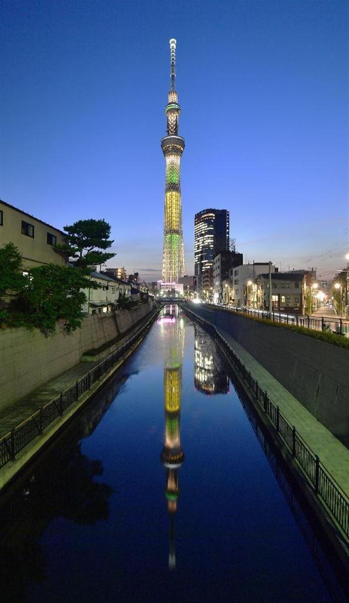 リオ五輪の開幕を前に、ブラジル国旗をイメージしてライトアップされた東京スカイツリー=4日夕、東京都墨田区 #スカイツリー #リオ五輪