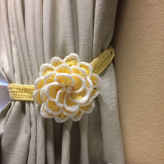 Tieback de la cortina  luz amarilla flor de por JinesCrafts en Etsy