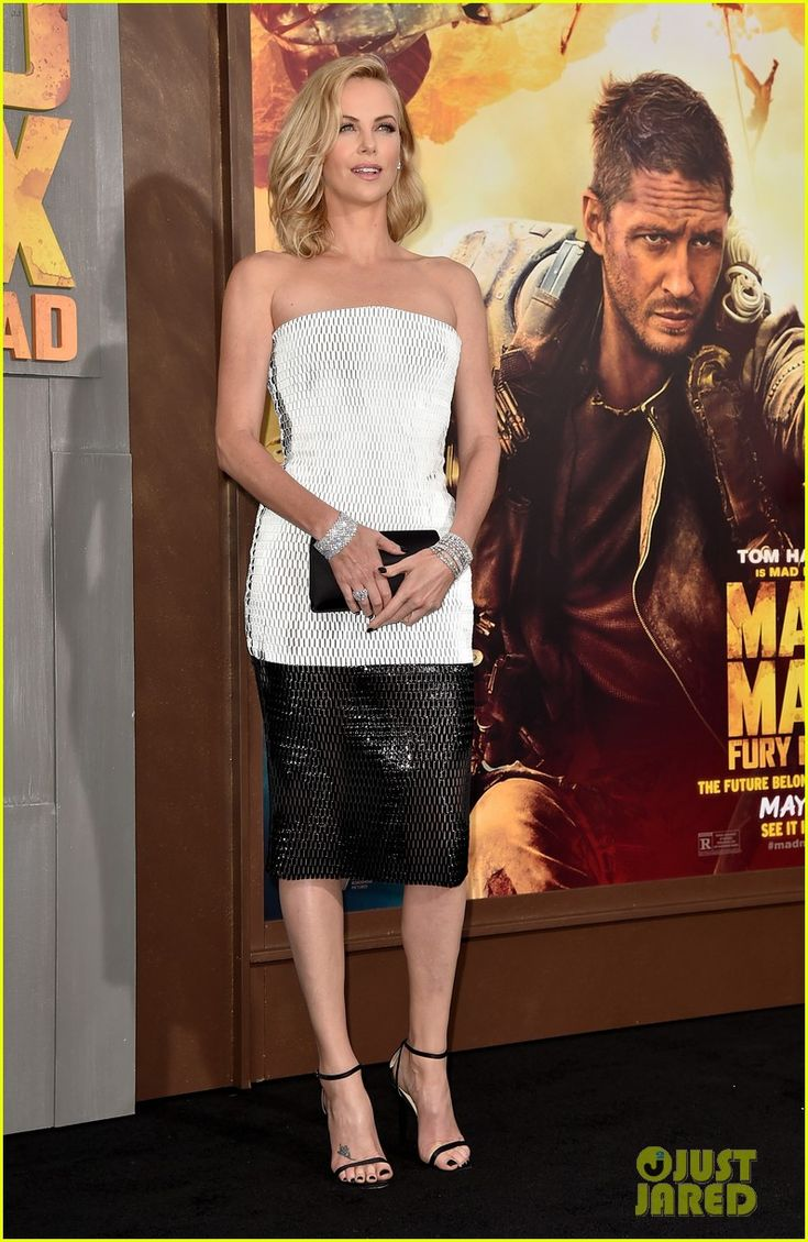 charlize theron sean penn mad max premiere 01 Charlize Theron is a blonde bombshell as she attends the premiere of her new movie Mad Max: Fury Road held at TCL Chinese Theatre on Thursday evening (May 7) in…