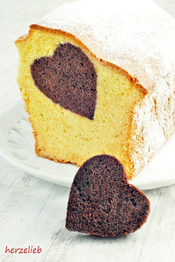 Kuchen mit eingebackenen Herz. Leichtes Rezept und großer Effekt.  Rezept: http://herzelieb.de