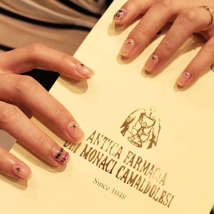 "151 Likes, 1 Comments - UNISTELLA (@unistella_official) on Instagram: ""[#유니스텔라트렌드] #깨끗한 #natural #nails  #swarobski 로 고급스러움 더하기…"""