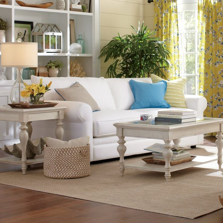 The Bailey Aegean Blended Linen features loose back pillows and deep welted box seat cushions for maximum comfort. A queen-sized Enso memory-foam mattress pulls out to easily accommodate overnight guests.