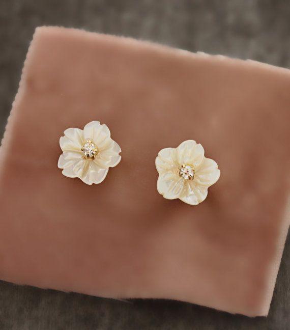 Handgesneden moeder van de parel Delicate bloem en strass Stud Earrings Stud Earrings
