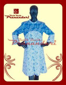 dress atau bisa juga dipakai sebagai tunik dengan kombinasi Batik Biru dan Putih ditambah renda Putih