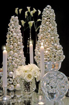 White and silver christmas decoration from Colin Cowie.   * Decoração de Natal branca e prata do Colin Cowie.