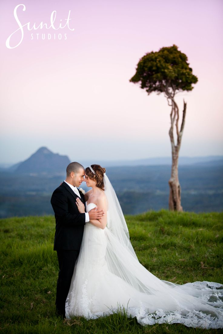 Maleny One Tree Hill Wedding Photo - Photography by Sunlit Studios