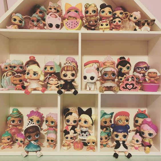 Puppenhaus, um Ihre LOL-Überraschung zu organisieren   – Emerson