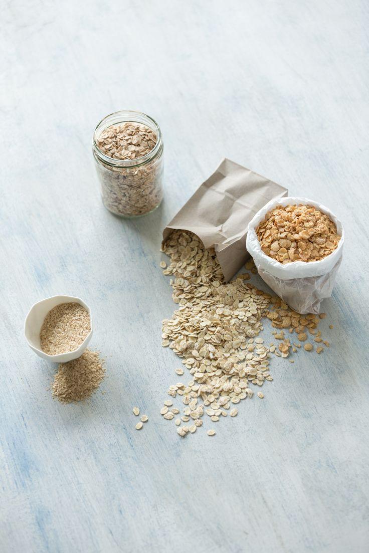 U nás najdete vše pro zdravou snídani či svačinu – obilné vločky mnoha druhů, včetně těch přirozené bezlepkových, müsli, granoly, corn flakes apod.