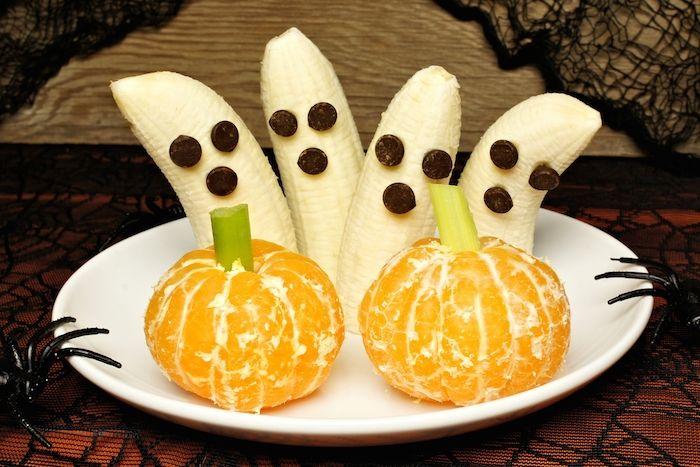 Halloween bananer som ser ut som spöken