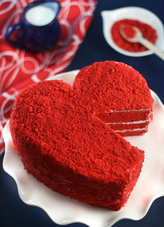 Если ты хочешь сделать этот романтичный праздник незабываемым, приготовь для любимого вкусный сюрприз - торт в форме сердца. Не сомневайся, он оценит твой вкуснейший десерт на 14 февраля!