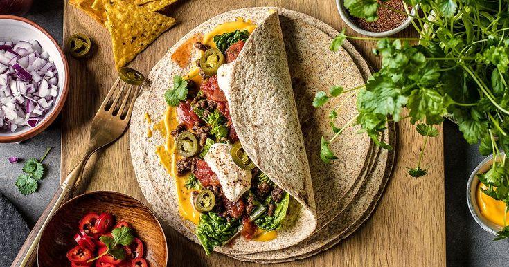 Enkel og god oppskrift på burritos med kjøttdeig. Bruk gjerne kyllingkjøttdeig for en sunnere variant. Du kan også bruke kyllingstrimler eller pulled pork i stedet for kjøttdeig.