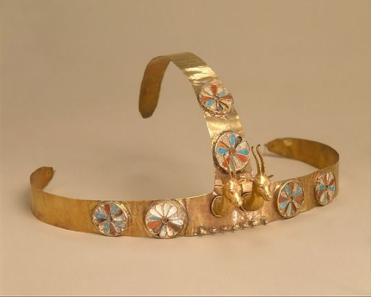 Diadem with two gazelle heads Early 18th Dynasty, New Kingdom c.1479-1425 BC (Source: Met Museum)