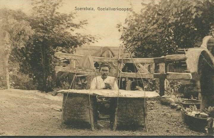 Penjual gulali, Surabaya 1910 J.M.Chs. Nijland, Soerabaja
