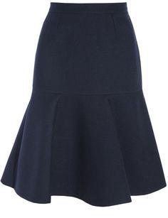 Entre nuestras faldas de moda otoño-invierno 2013-2014 favoritas está esta de Stella McCartney (600 euros). A nosotros nos gusta con jersey de punto y cinturón fino. ¡Haz la prueba y te engancharás!