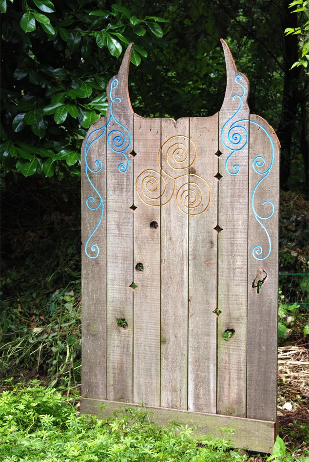 recycled cedar art fence, screen, panel, or gate application  -- janesbackyard.com