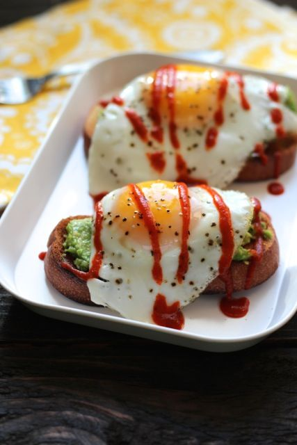 Avocado Toasts with Eggs & Sriracha. So easy, SO good!