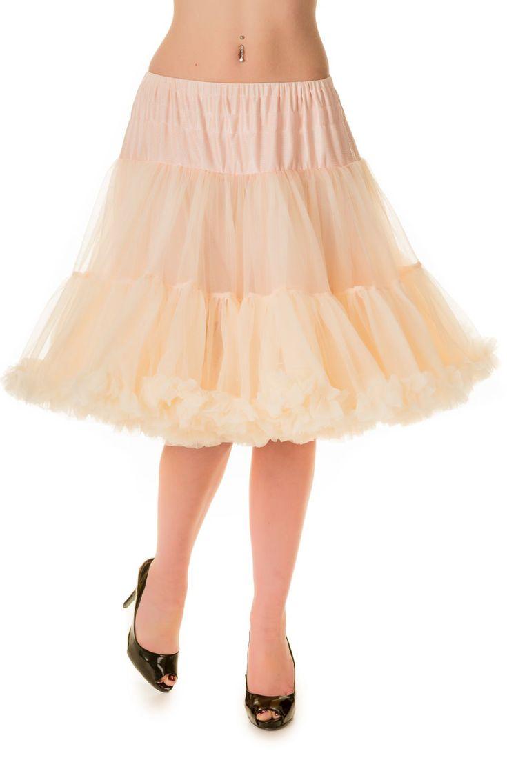 """Banned Champagne Spodnička k šatům 25/27"""" Spodnička ve stylu 50. let. Krásná šifónová spodnička k šatům s kolovou sukní, příjemná, měkká, dokonale pozvedne výraz šatů, bohatý objem, 2 nadýchané vrstvy a spodní sukně, 100% polyester, barva champagne. Vhodná pro delší i kratší typy šatů, spodničce lze snadno upravit délku. Délka cca 62 cm, lze upravit na cca 56 cm."""