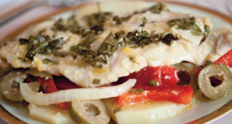 PESCADO ASADO-El pescado conocido como pargo rojo o huachinango se llena de sabor cuando lo cocina en un plato con todos los ingredientes combinados.#diabetic #Latino #receta #Hispanic #glutenfree