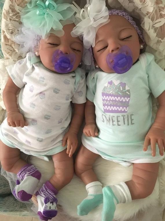 Lifelike Biracial Reborn Girl Babies Ava Emma Reborn Baby Dolls Twins Infant Adoption Baby Girl Dolls