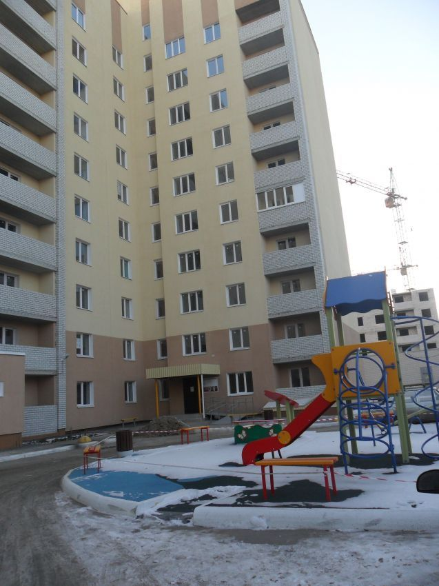 Саратов, Огородная, 1 150 000, Продажа Вторичное жилье / Однокомнатная http://realtor164.ru/prodaja-kvartir/1-komn/realty574.html  Продается однокомнатная квартира в новом, жилом десятиэтажном доме, на 4 этаже, общей площадью 36 м2 ,сдан в августе 2016 года. В квартире свободная планировка, выполнена стяжка, есть балкон, металлическая дверь, радиаторы отопления, установлены счетчики. Пластиковые окна. Лифт, чистый подъезд. Дом огорожен, консьерж, благоустроенная придомовая территория…