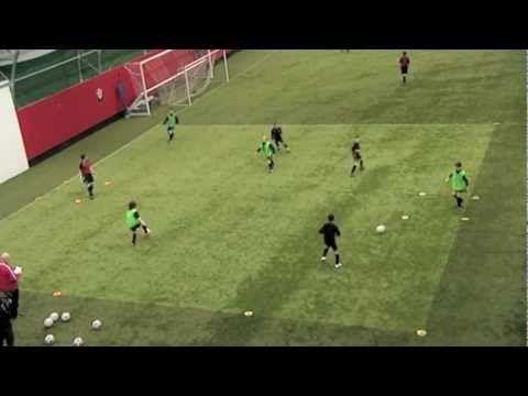 FIFA 12 Coaching Manual | Spatial Awareness - YouTube