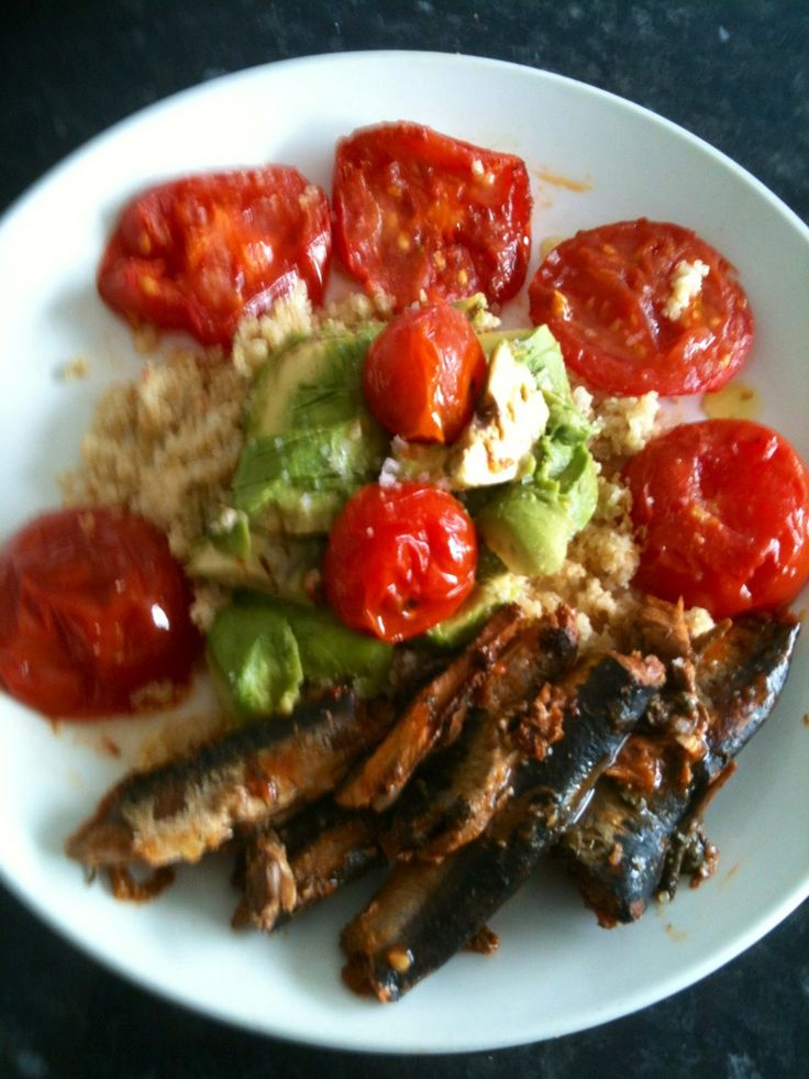 Quinoa and ground almonds,avocado,vine. tomatoes pan fried in olive oil and grilled pilchards with fresh lemon juice .