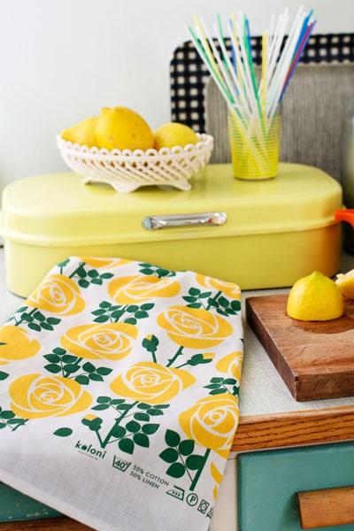 KOLONI - Kitchen Towel: Alva - Yellow Roses by Svenska Koloni Stockholm