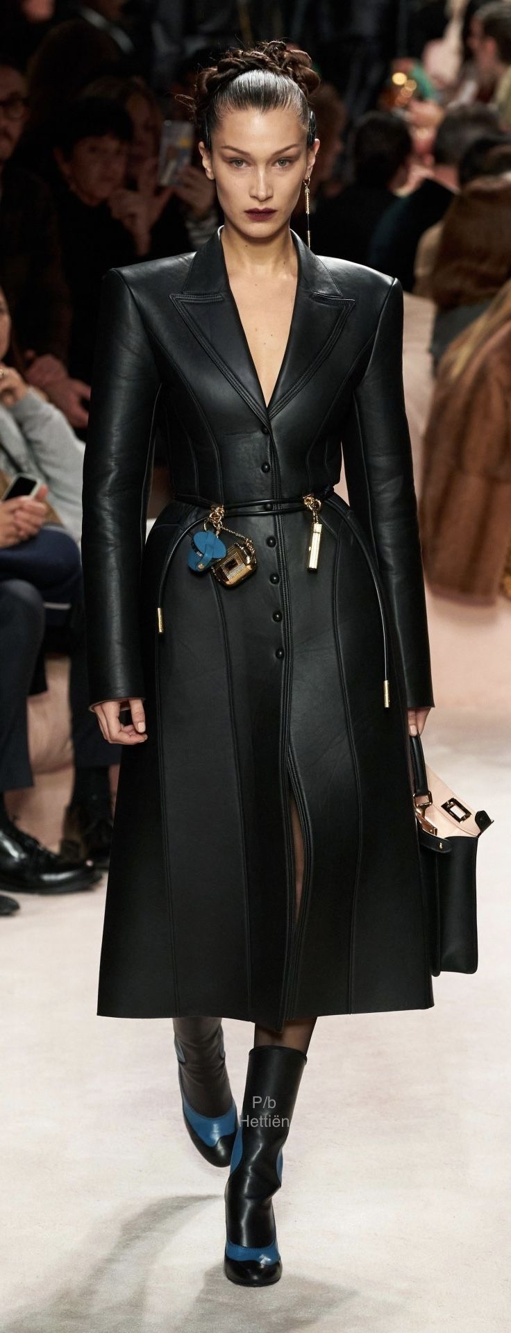 Pin By Hettien On Bella Hadid Fendi Runway Stage Outfits Luxury Outfits [ 1920 x 736 Pixel ]