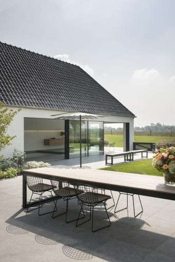 Bertoia Chairs - Villa H in Brakel Belgium. Photo by VERNE.