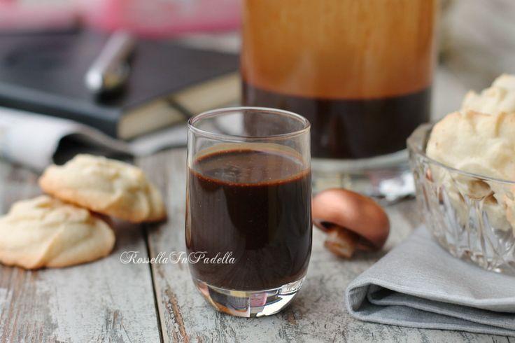 Liquore al caffè pronto in pochi minuti.Semplicissimo e veloce da preparare, una vera chicca dopo pasto e da offrire ai vostri amici.