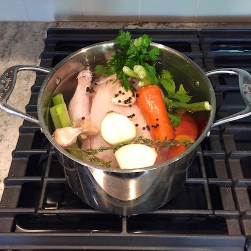 Simple & nourishing homemade chicken stock recipe - www.elizabethrider ...