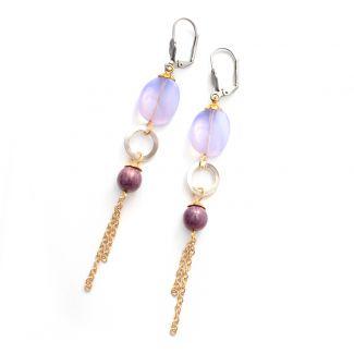 Lavendel kleurige oorbellen, lang & elegant! Oorhaakjes van chirurgisch staal (anti allergisch)! #lila #paars www.Mbijoux.nl